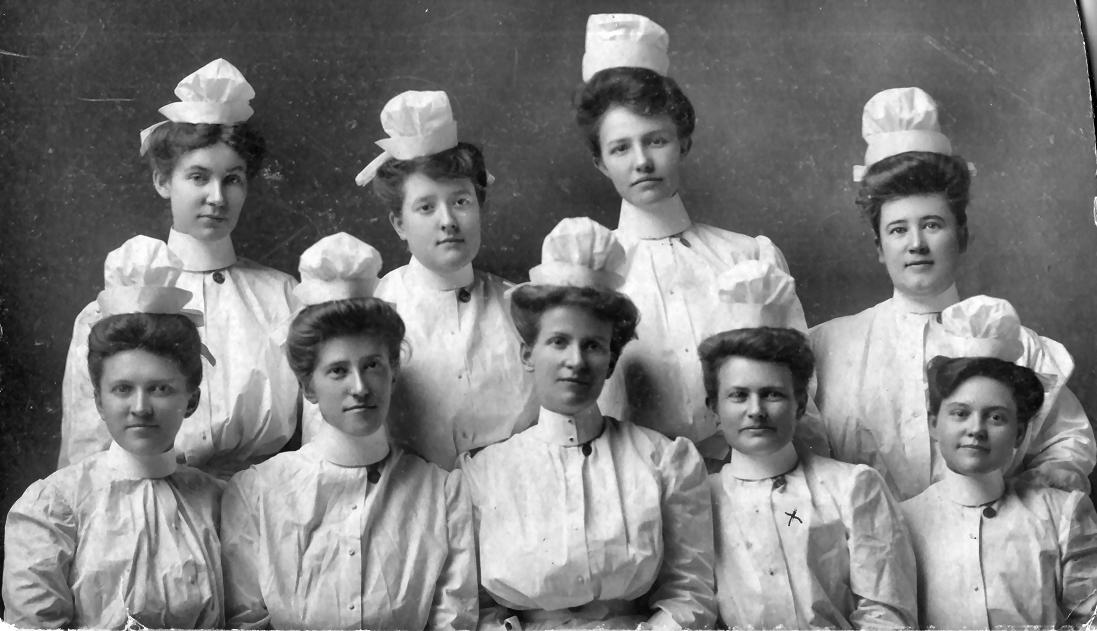 Class Photo of 1905 Graduates